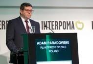 """Adam Paradowski podczas swojej prezentacji na kongresie """"Jabłko na świecie"""""""