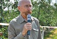 Fot. 6. Po jednej z doświadczalnych kwater oprowadzał prof. dr hab. Andrzej Przybyła
