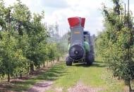 FOT. 3. Opryskiwacz sadowniczy Munckhof z przystawką kolumnową o wysokości 3 m