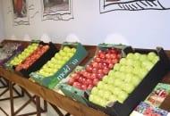 FOT. 3. Jabłka na stoisku Mołdawii…