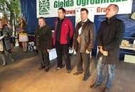 FOT. 5. Laureaci konkursu na największą gruszkę (od lewej): Marian Szeliga, Jerzy Radzimowski, Wiktor Sobolewski i Piotr Miotła