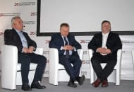 FOT. 3. …oraz debaty dotyczącej sytuacji na polskim rynku jabłek, od lewej: Zbigniew Chołyk, Janusz Stasiak, Waldemar Żółcik