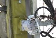 FOT. 3. Jeden z silników hydraulicznych napędzających piły tarczowe na listwie pionowej