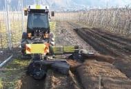 FOT. 3. Maszyna do wymiany gleby w rzędach i międzyrzędziach w sadzie