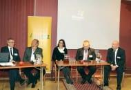 FOT. 3. W panelu dyskusyjnym uczestniczyli (od lewej): Jerzy Sidor, Bolesław Pieczyński, Elżbieta Krempa, Janusz Stasiak i Bartosz Urbaniak
