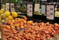 Fot. 11. Za płaskie brzoskwinie uzyskuje się o około 50% wyższe ceny niż za brzoskwinie o owocach kulistych
