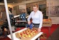 FOT. 12. Etykieciarka ręczna do  naklejania etykiet na owocach