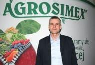 FOT. 2. Robert Binkiewicz, doradca sadowniczy Agrosimex zwrócił uwagę na uszkodzenia mrozowe nasady pąków na jabłoniach i czereśniach