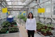 Fot. 5. Adeline Bordier w szklarni doświadczalnej laboratorium w Saint-Pol de Léhon
