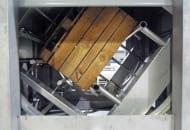 FOT. 4b. Myjka ze skrzynią we wnętrzu