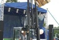 FOT. 3. Montaż obrotnicy umożliwia obrót skrzyniopalet na boki