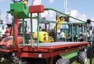 FOT. 4. Samojezdna platforma sadownicza wyprodukowana przez Centrum Techniki Sadowniczej Karola Mydłowskiego