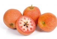 Mołdawskie jabłka o czerwonym miąższu