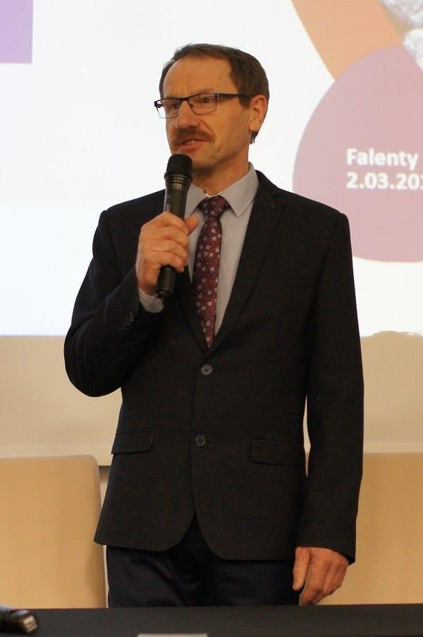 Ireneusz Komorowski - Prezes Zarządu SPBA wita przybyłych gości