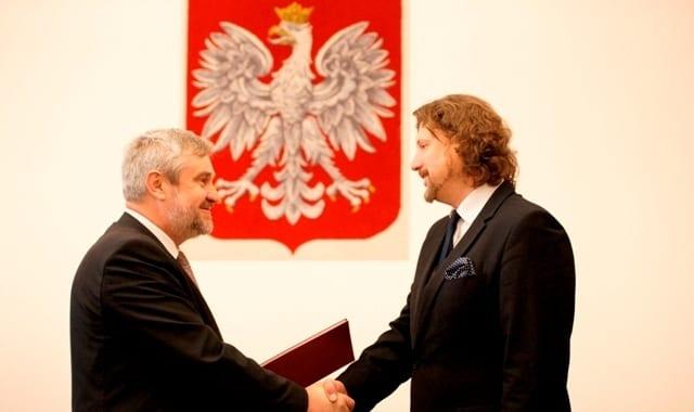 8 miesięcy temu Minister Jan Krzysztof Ardanowski wręcza akt powołania Piotrowi Serafinowi