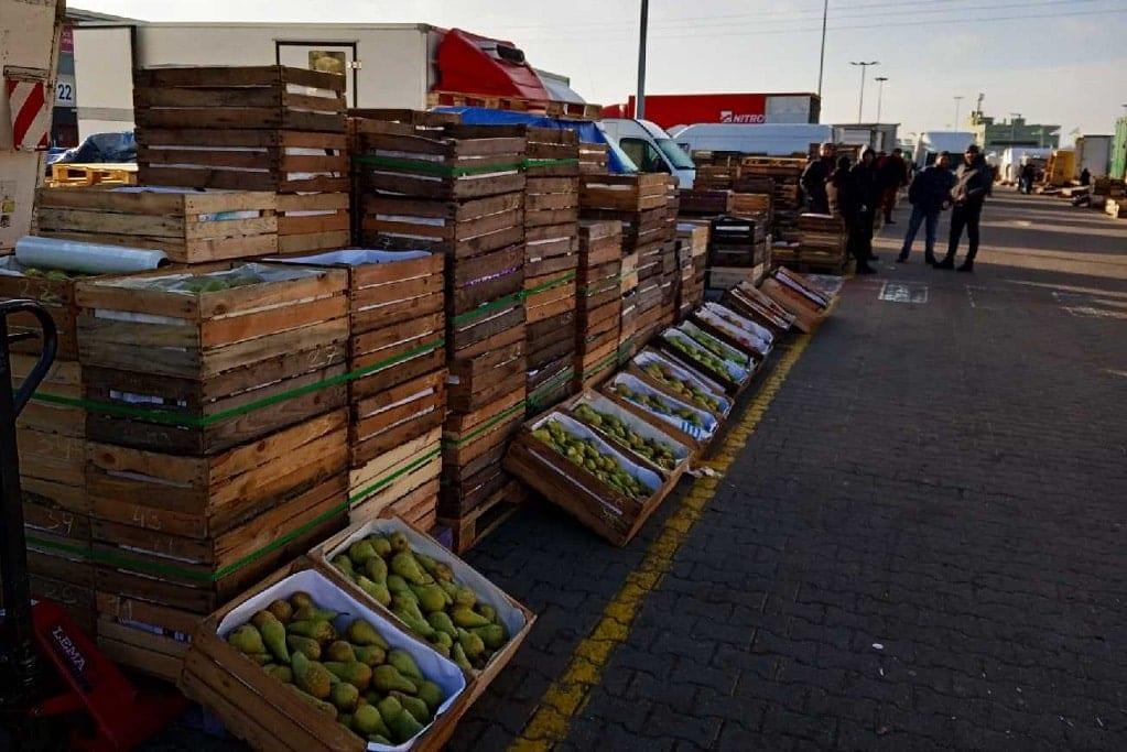 Jabłka drugiej klasy z Holandii- Bronisze 09.03.2020 – między skrzynkami…