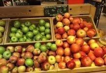 Jabłka w sklepie
