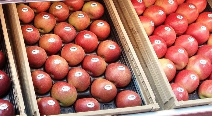 Jabłka w supermarkecie