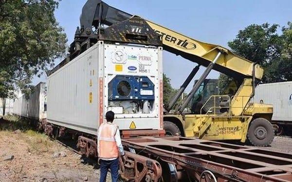 Pierwszy w Indiach 'Owocowy pociąg'