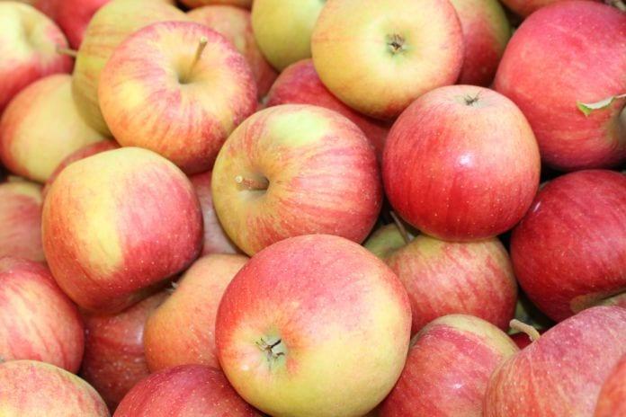 konsumenci wybierają dziś jabłka