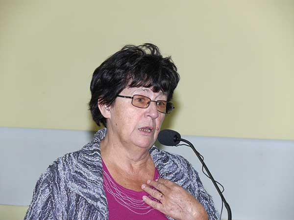 Fot. 2. Mgr Krystyna Jaworska z Instytutu Ogrodnictwa w Skierniewicach mówiła o najgroźniejszych szkodnikach gruszy
