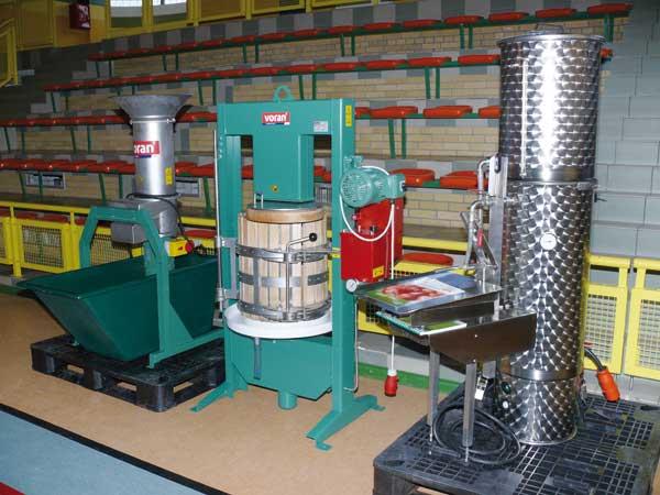 Fot. 2. Urządzenia do tłoczenia soków z jabłek prezentowała firma VORAN