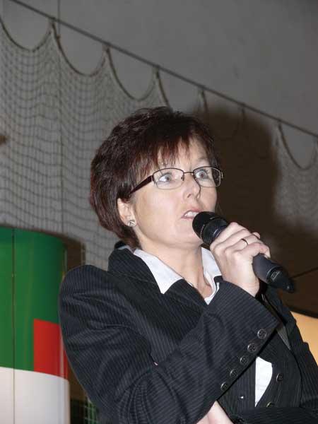 Fot. 4. Doc. dr hab. Dorota Konopacka z IO przedstawiła przydatność nowych odmian wiśni do przetwórstwa
