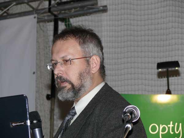 Fot. 5. Możliwości produkcji nieklarowanych soków z nowych, odpornych na parcha odmian jabłoni omawiał dr Jarosław Markowski z IO