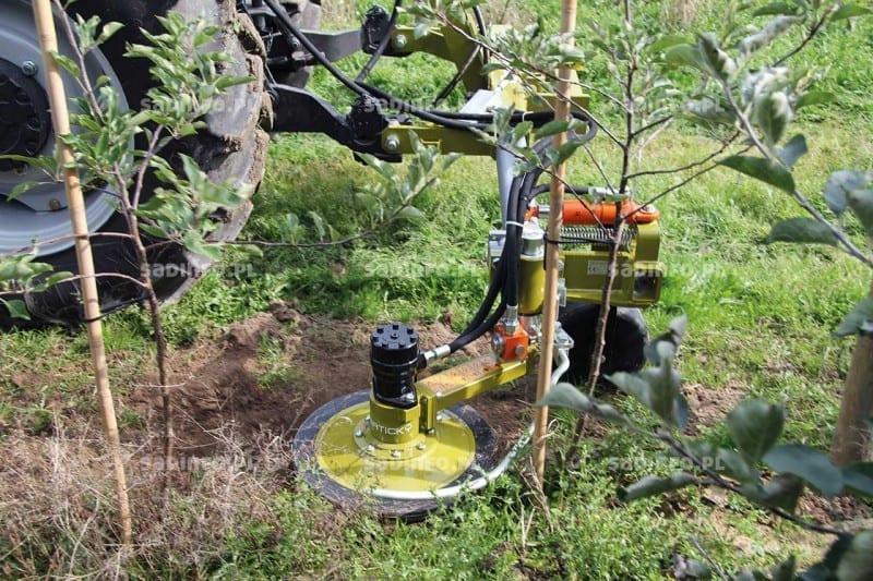 FOT. 3. Czujnik pozwala na precyzyjną pracę pomiędzy drzewami w rzędach