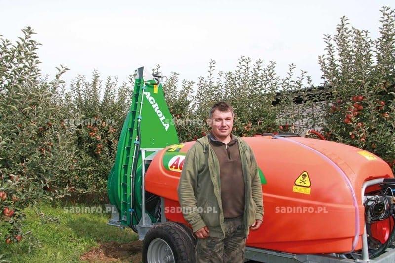 FOT. 6. Kazimierz Wotzka, właściciel sadu, w którym zorganizowano pokaz