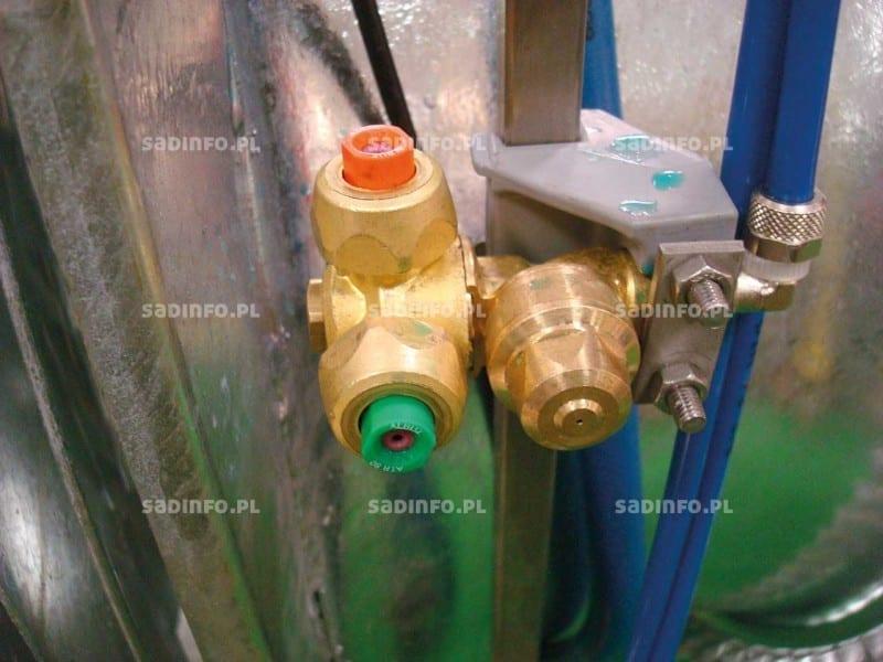 FOT. 1. Ciśnieniowe rozpylacze wirowe na opryskiwaczu