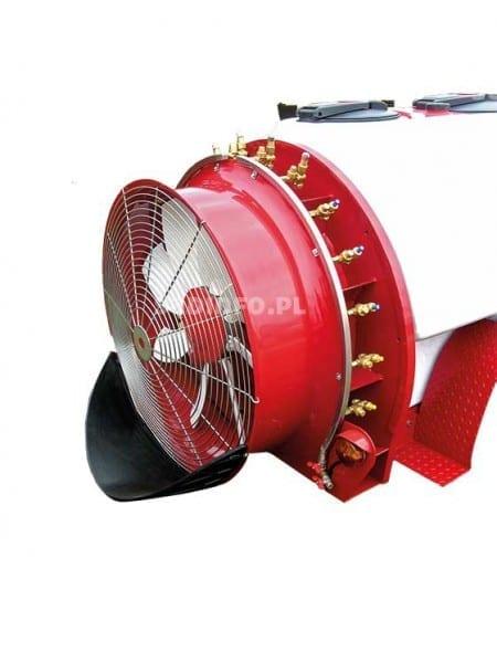 FOT. 3. Wirowe rozpylacze eżektorowe na opryskiwaczu z wentylatorem osiowym