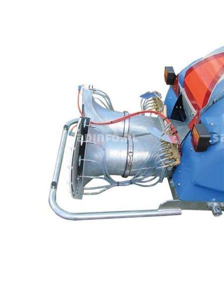 FOT. 5. Opryskiwacz z rozpylaczami pneumatycznymi