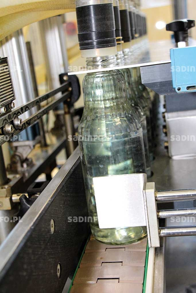 FOT. 5. Butelki szklane przed napełnieniem sokiem