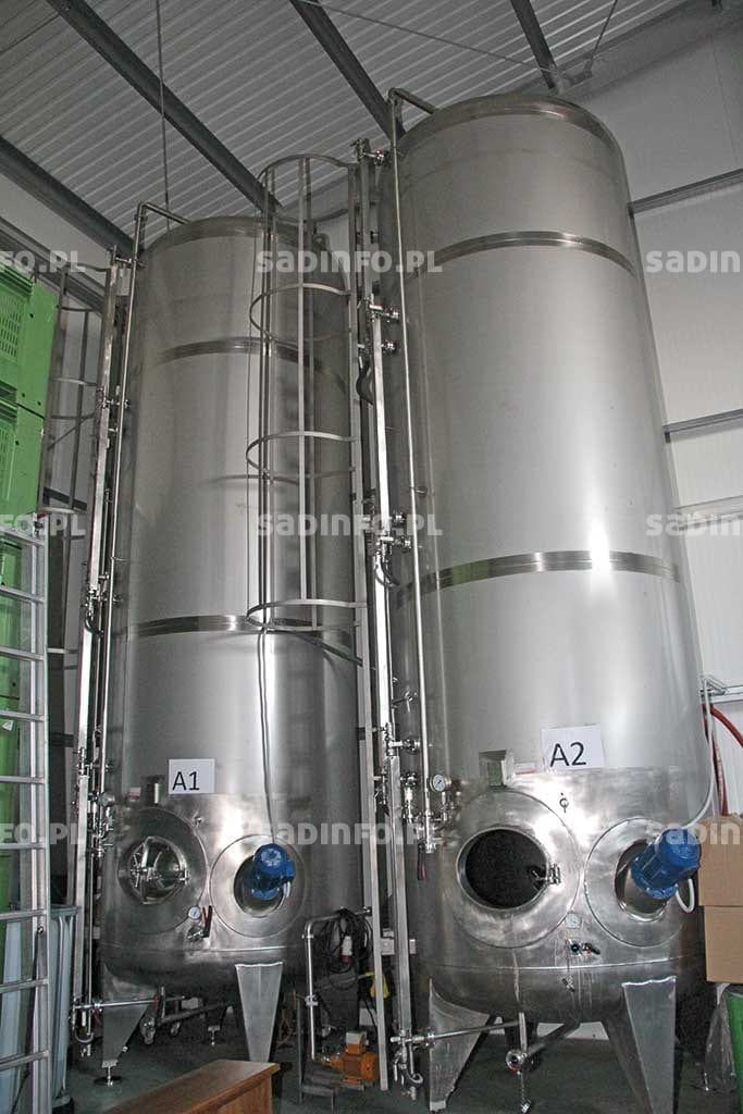 FOT. 10. Zbiorniki o pojemności 12,5 tys. litrów do produkcji cydru