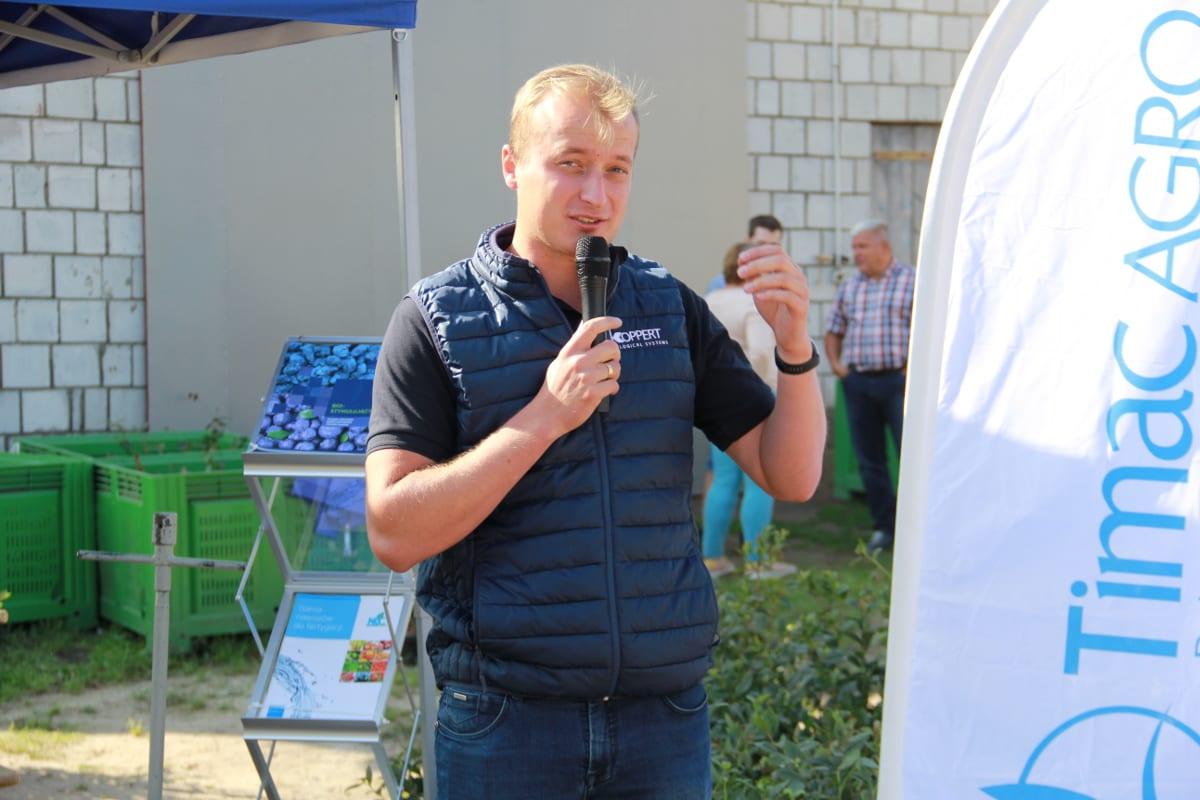 Tomasz Domański omawiał zagrożenia ze strony szkodników w tym sezonie, głównie muszki plamoskrzydłej
