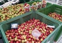 Kolejny market zaczyna sprzedawać jabłka ze skrzyń. Jak to wygląda?