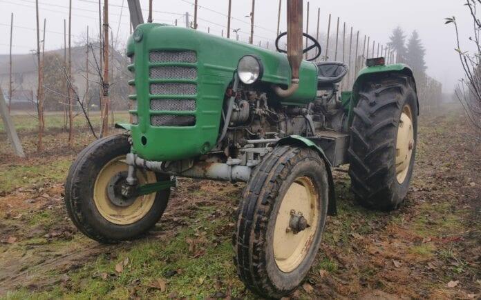 ciągnik ursus klasyk w gospodarstwie sadowniczym