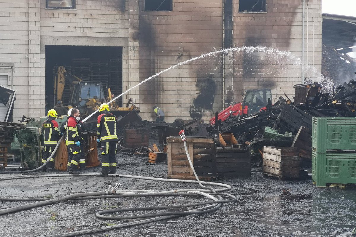 pożar skrzyń w gospodarstwie sadowniczym
