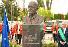 pomnik profesora emerharda makosza w belsku dużym